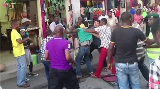 An Entire Street Joins In On Beating Up A Thief